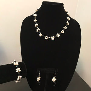 Jewelry - White Pearl and Black Necklace Set